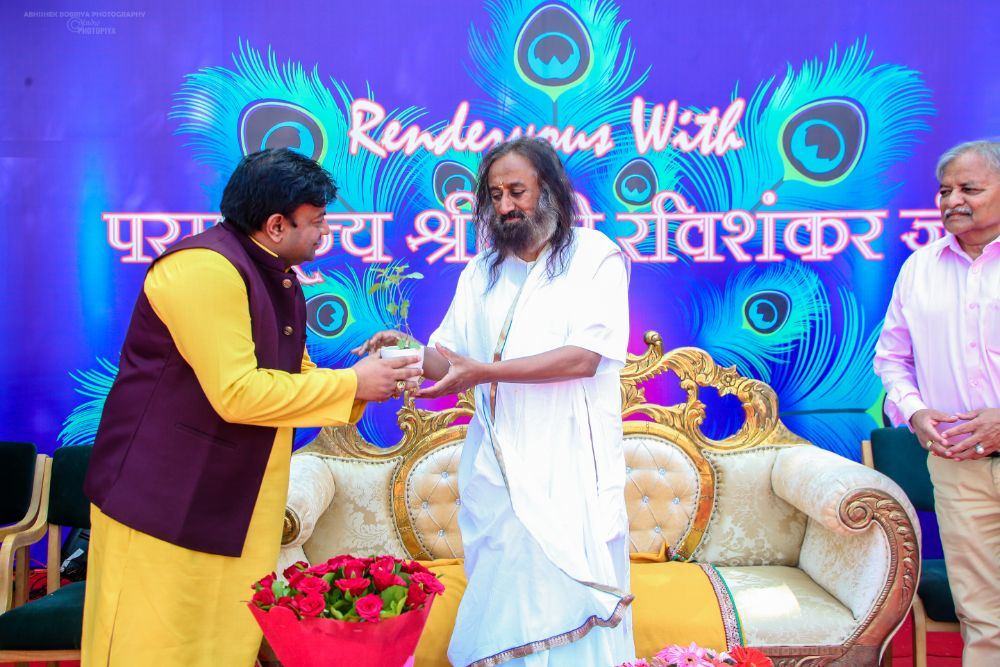 Sri Sri Ravi Shankar visited the college for preaching the spiritual life lessons to our students
